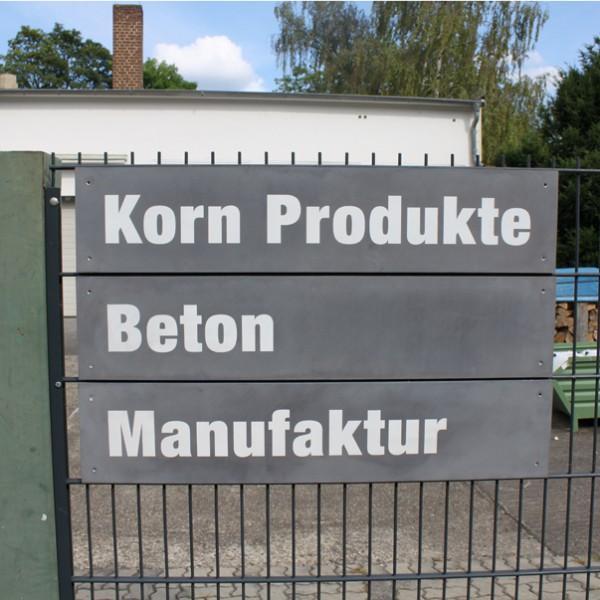 Firmenschild_aus_beton